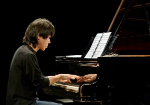 Taka Kigawa performs the complete solo piano pieces by Elliott Carter at Teatro Colón, Buenos Aires.