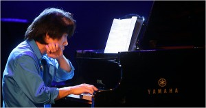 Taka Kigawa performing a program that included Webern, Matthias Pintscher, Xenakis, Jason Eckardt, and Boulez.