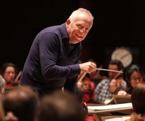 Bramwell Tovey in rehearsal with the Philadelphia Orchestra