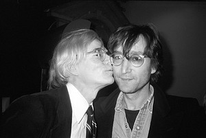Andy kissing John Lennon 1978
